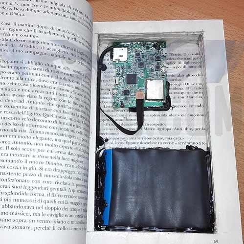 Telecamera nascosta in un libro---